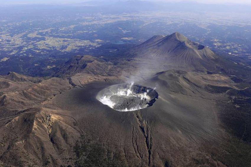 Şinmoedake volkanı kül püskürtmeye başladı