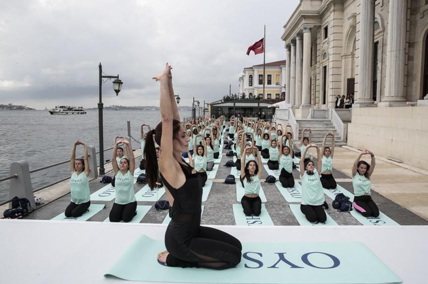 OYSHO Boğazda yoga yaptırdı