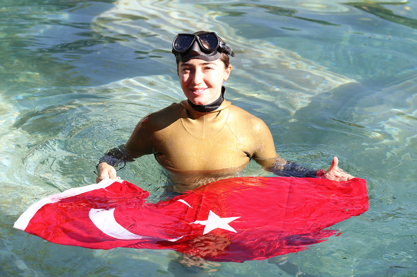 Şahika Ercümen, antik havuza dalış yaptı