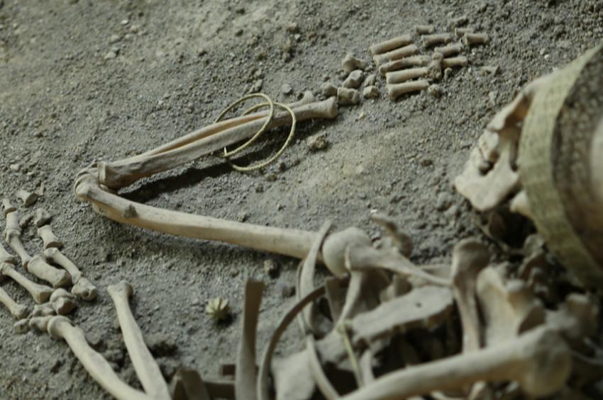 Çorumda hallallı, bilezikli erkek iskeleti bulundu