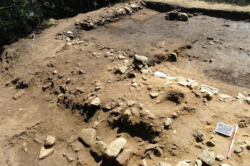 İtalyada Etrüsk tanrısı Tiniaya ait tapınak bulundu