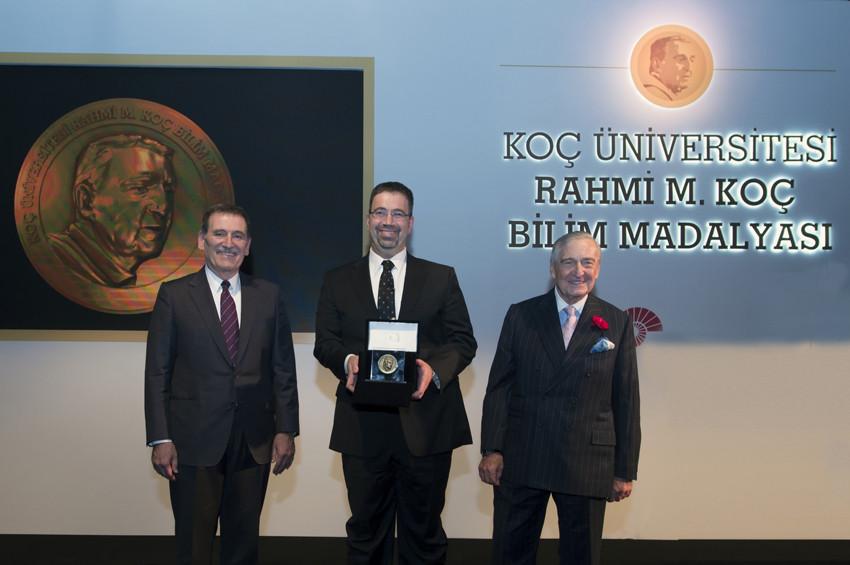 Koç Üniversitesi bilim ödülü Prof. Dr. Daron Acemoğlunun
