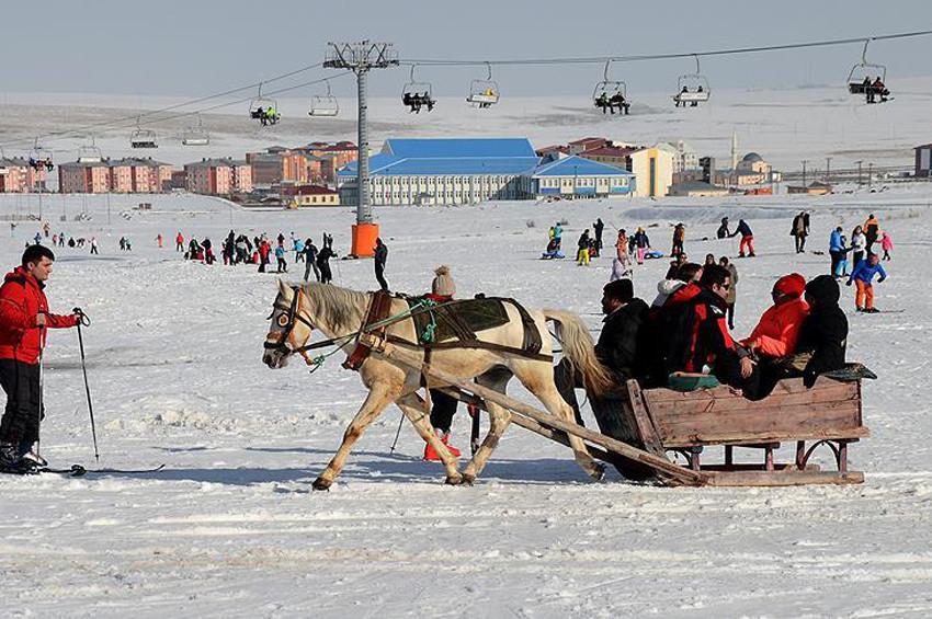 Karsta atlı kızak sezonu açıldı