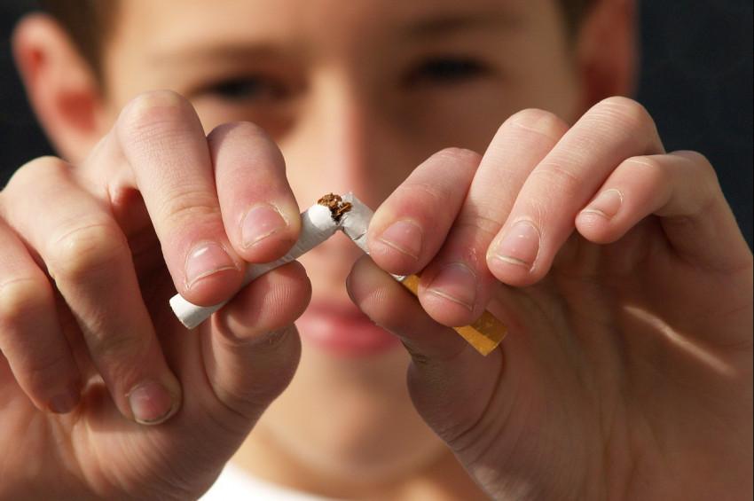 Çorlu Havaalanında, sigara içen yolcuya ceza