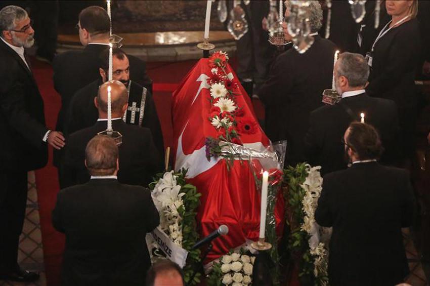 Ara Gülerin cenazesi toprağa verildi