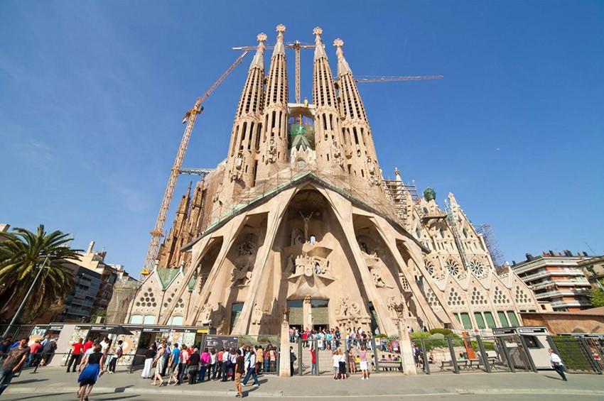 Sagrada Familia Kilisesine sonunda imar izni verildi