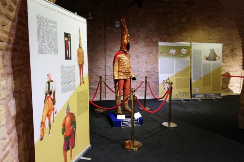 Altın Elbiseli Adam Sultanahmette