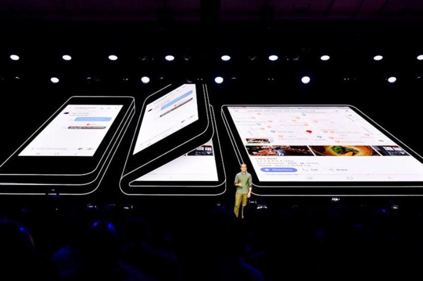 Samsung katlanabilen yeni telefonunu tanıttı
