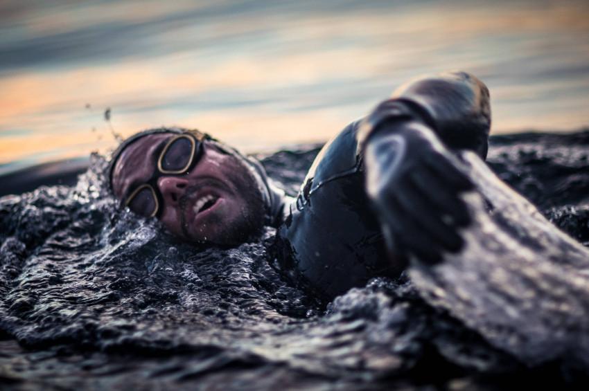 Ross Edgley, Britanya'nın çevresini yüzerek dolaştı