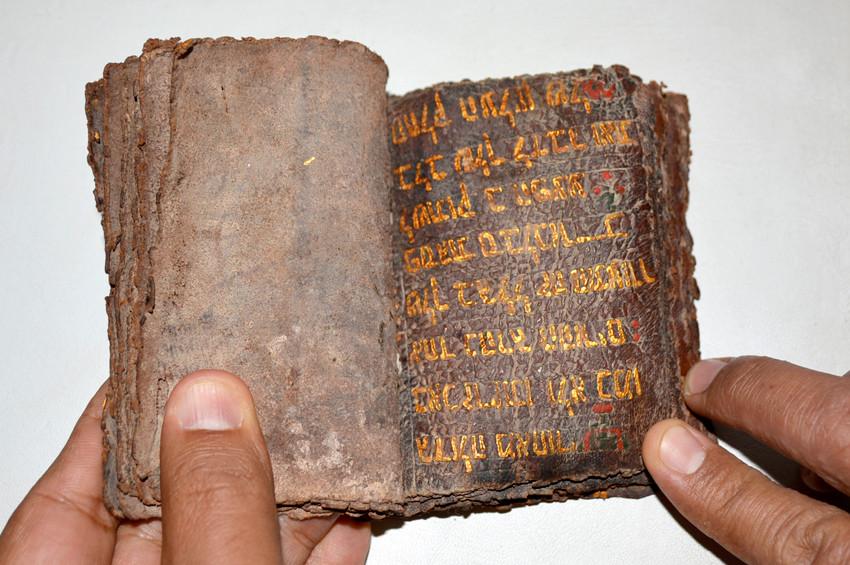 Uşakta İbranice el yazması 6 Tevrat yakalandı