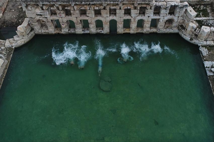 Kış ortasında  İki bin yıllık hamamda yüzme keyfi