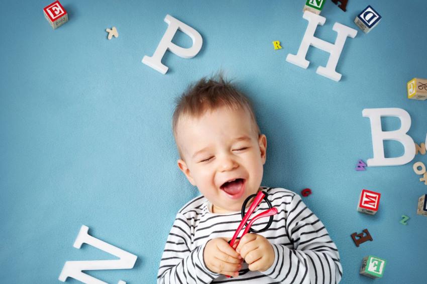 Bebeğin dil gelişini nasıl takip edebilirsiniz?