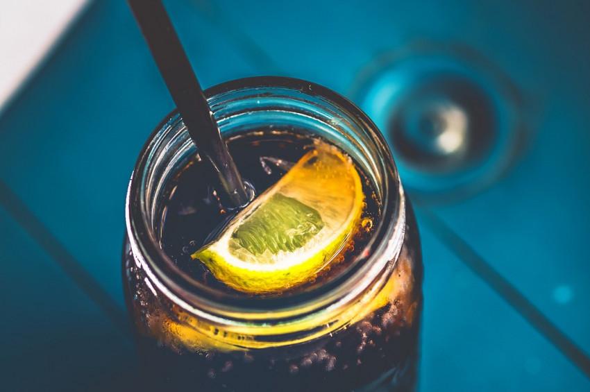 Şekerli içecek kadınların gebelik şansını azaltıyor