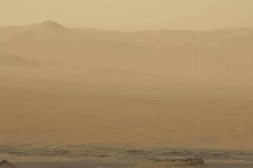 Marsta fırtına tozu dumana kattı