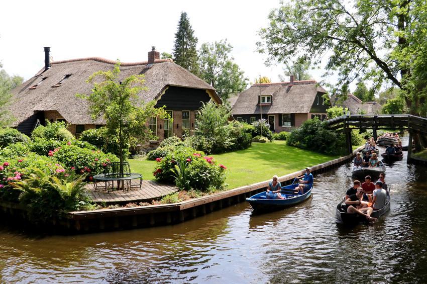 Hollandanın Venediki: Giethoorn köyü