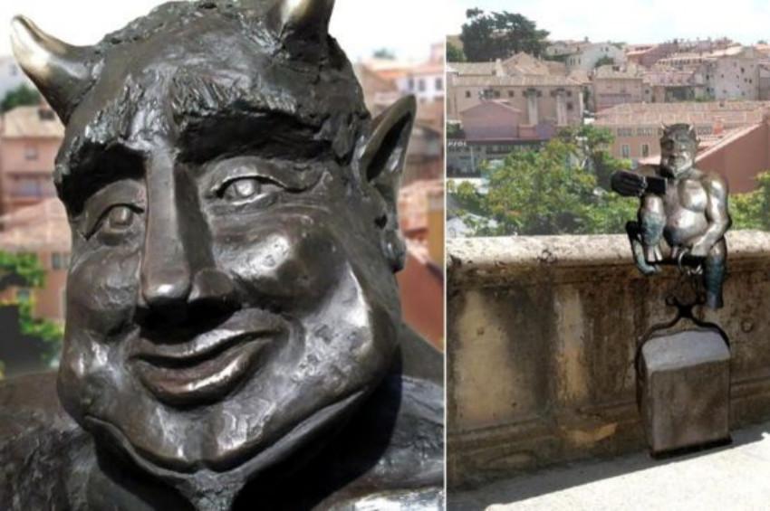 İspanyada sempatik şeytan heykeline tepki