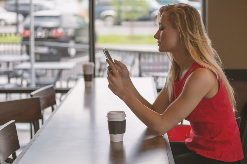 Günde 214 kez cep telefonuna bakıyoruz