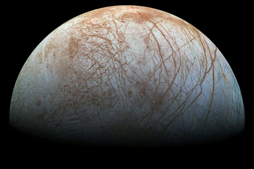 Jüpiterin Europa uydusunda su tespit edildi