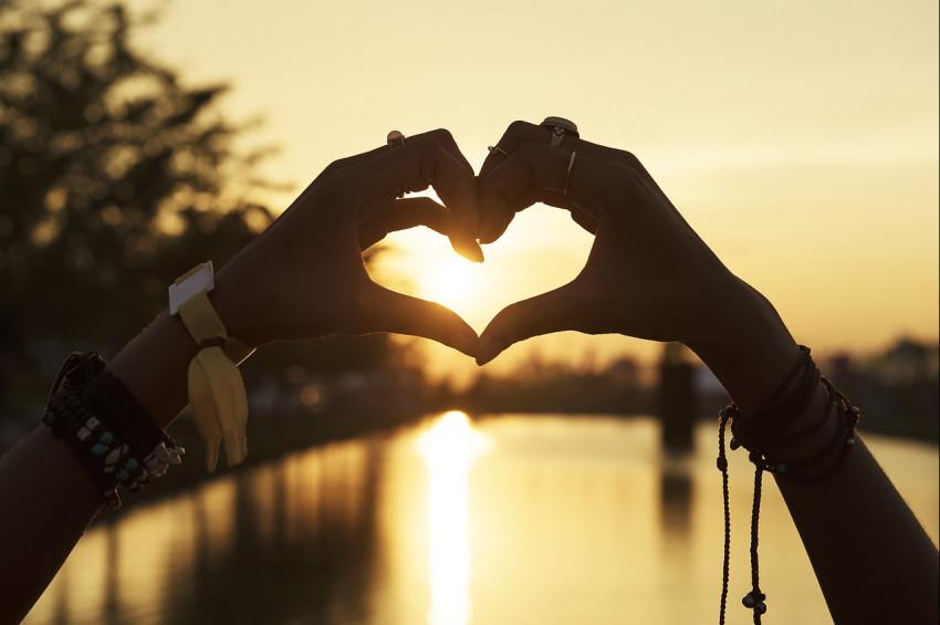 Kalpten sevmek çok mu zor?