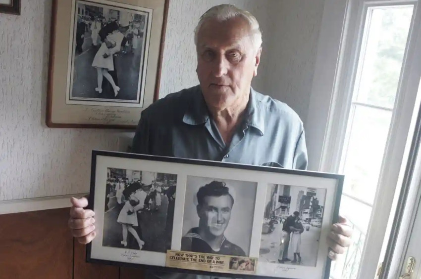 İkinci Dünya Savaşının ünlü öpüşen askeri öldü
