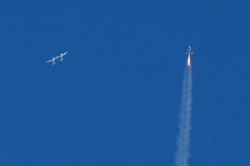 Virgin Galactic İlk Kez Yolcusuyla Uzay Sınırında