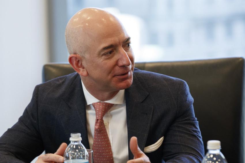 Jeff Bezos,  Aya uzay aracı gönderecek