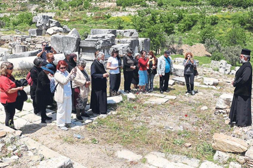 Fener Rum Patriği olmayan kiliseye papaz atadı