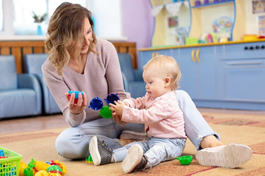 Yaşlara göre bebek gelişimine uygun oyun önerileri