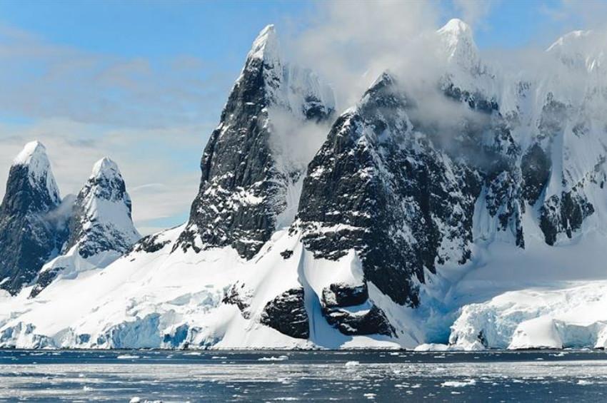 Grönlandın buzulları hızla eriyor