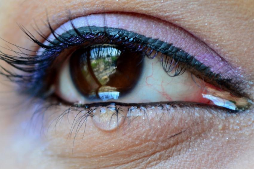 Koronavirüsün bir belirtisi de gözlerde