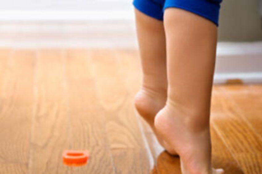 Çocuğunuz sürekli parmak ucunda yürüyorsa dikkat!
