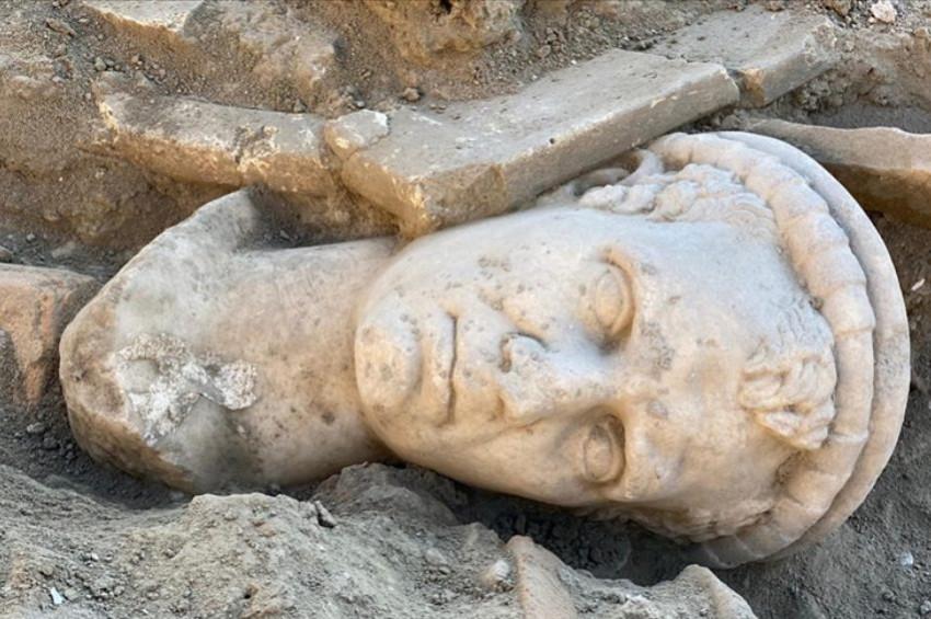 Denizlide Helenistik dönem rahip başı heykeli bulundu