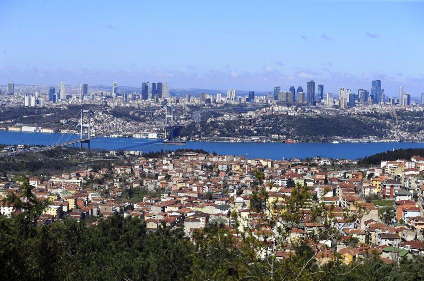 İstanbul Boğazının rengi değişti