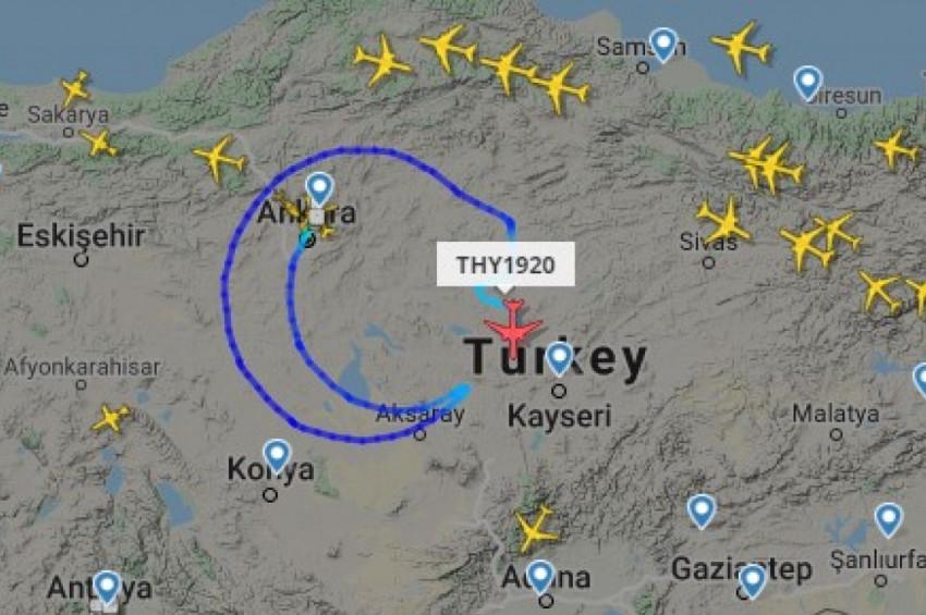 Uçakla gökyüzüne dev Türk bayrağını çizildi