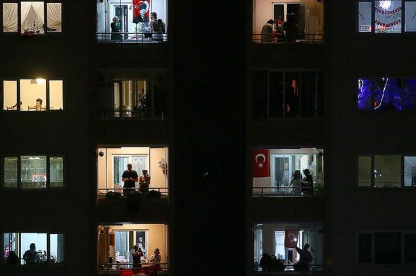 Türkiye İstiklal Marşı için pencelere koştu