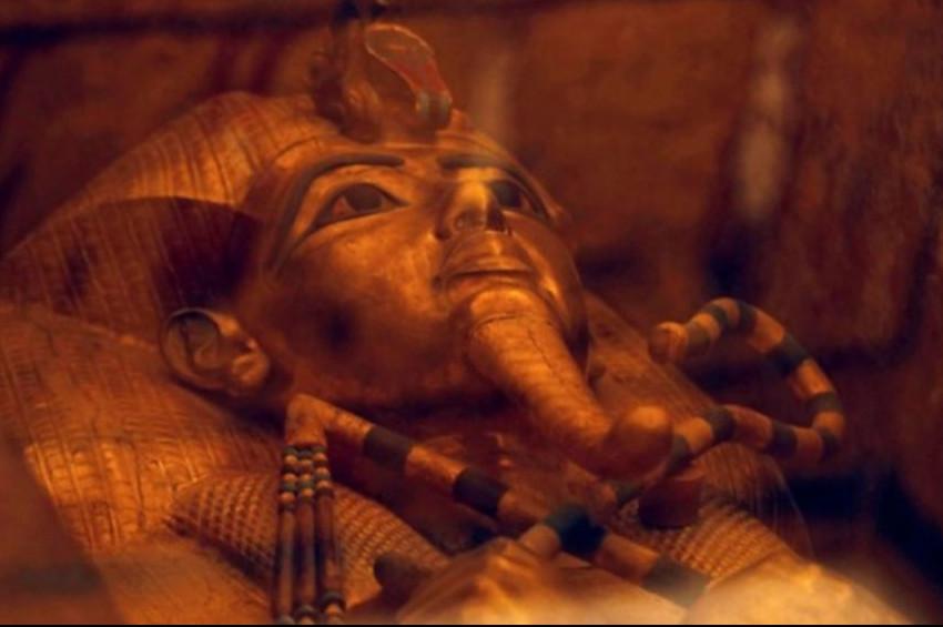 Mısırda 1600 yıllık kadın mumyası bulundu
