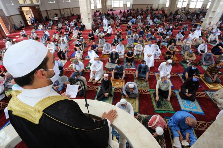 Gazzede iki ay sonra cuma namazı kılındı