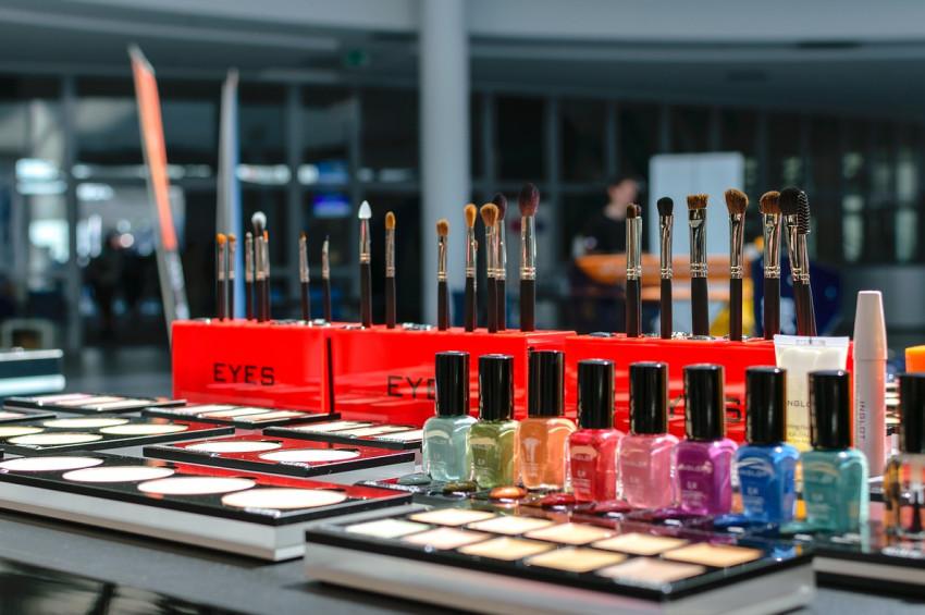 Kozmetik ürünlerinin denenmesi yasaklandı