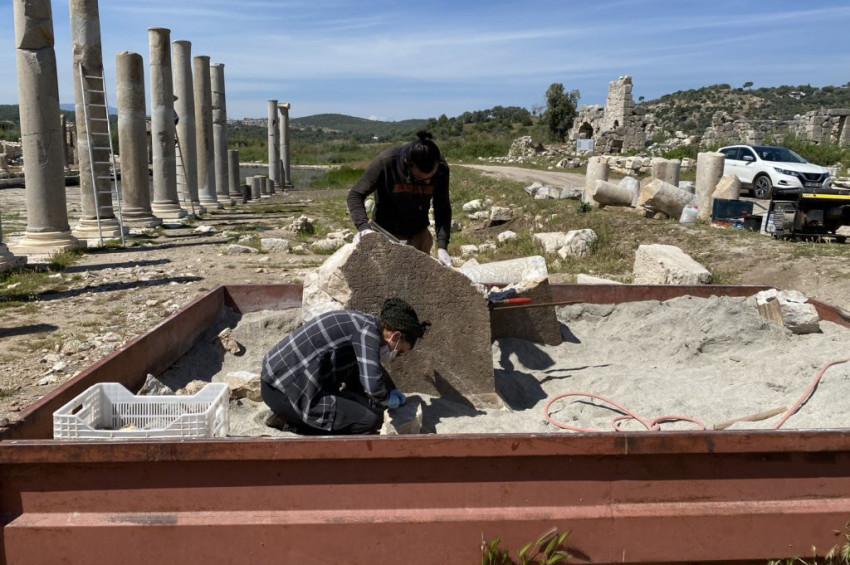 Patara Antik Kenti kazılarında bir yazıt ortaya çıkarıldı