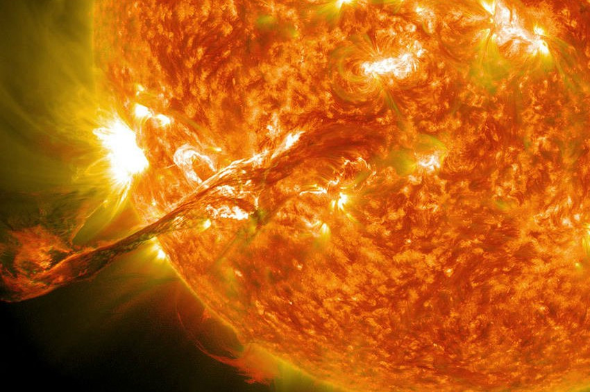 UFO iddiasının böylesi: Güneşin yanında uzay gemisi saklanıyor