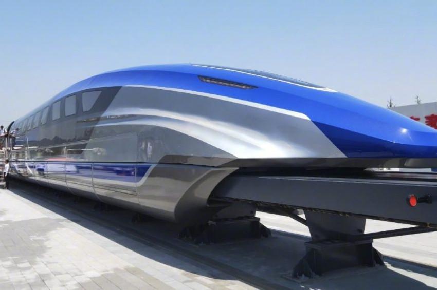 Saatte 600 kilometre hızla ray üstünde uçan tren