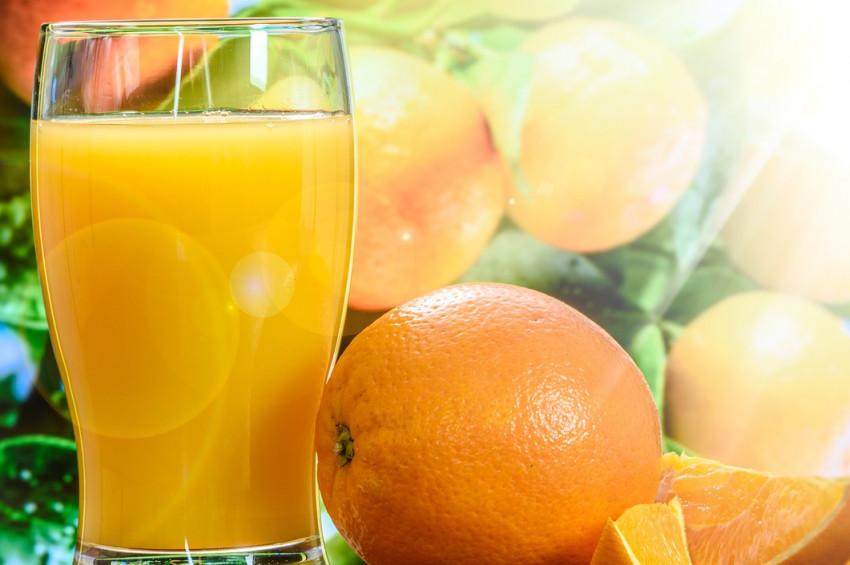 Soğuk kış günlerinde taze portakal suyu içilmeli
