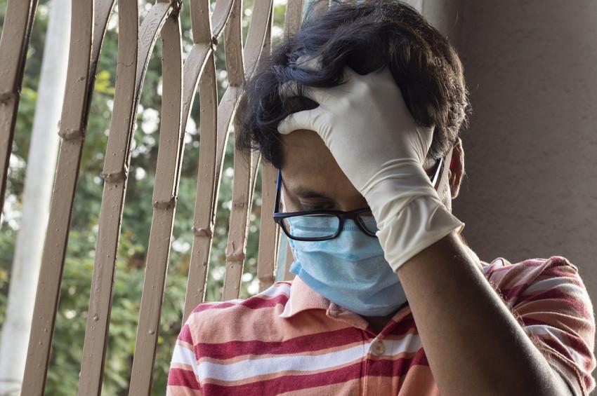 Maske takarken gözlük camlarının buğulanmaması için 4 öneri