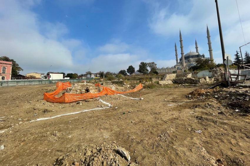 Edirnedeki Selimiye Meydanında Roma mezarı bulundu