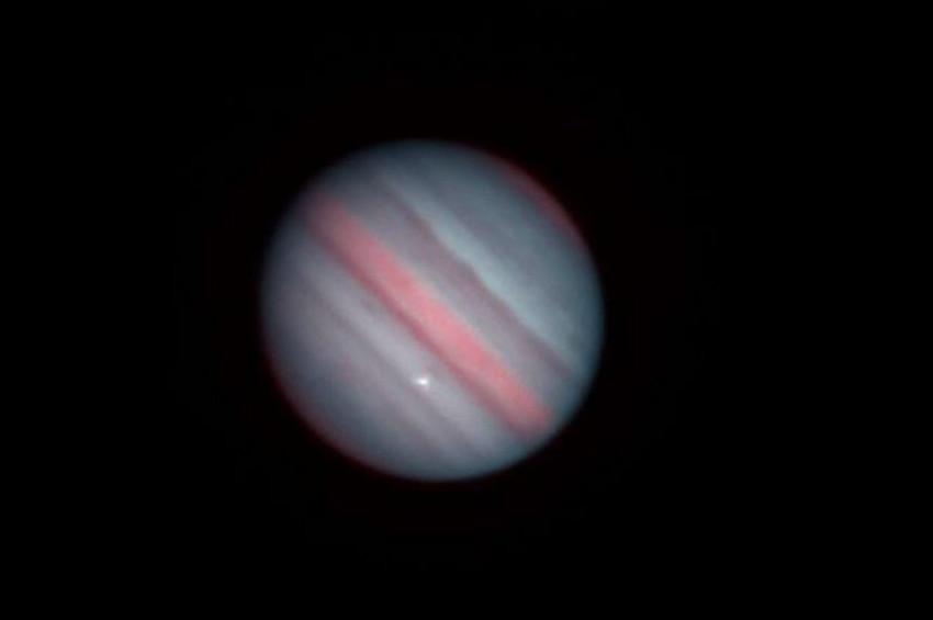 Jüpiter'e çok sayıda göktaşı çarpıyor