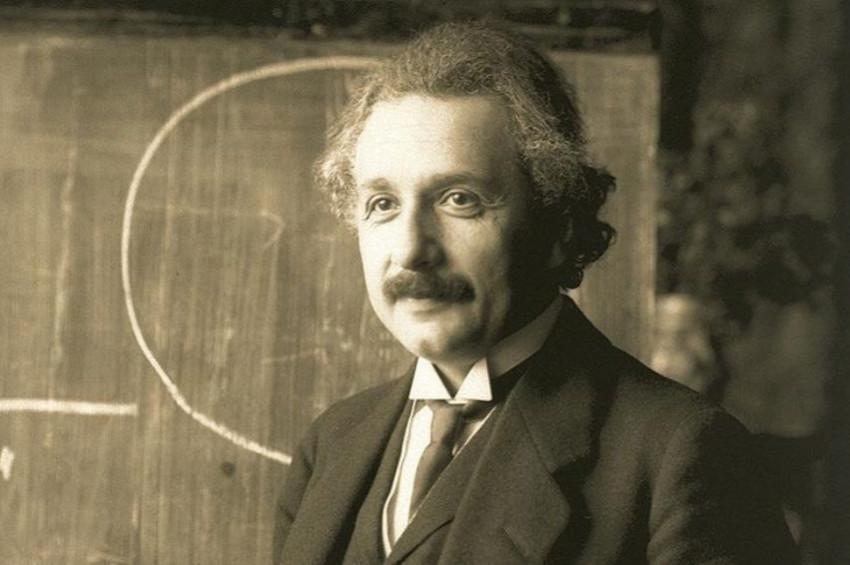 Bir Komplo Teorisi daha: Einsteinın uzaylıları inceledi!