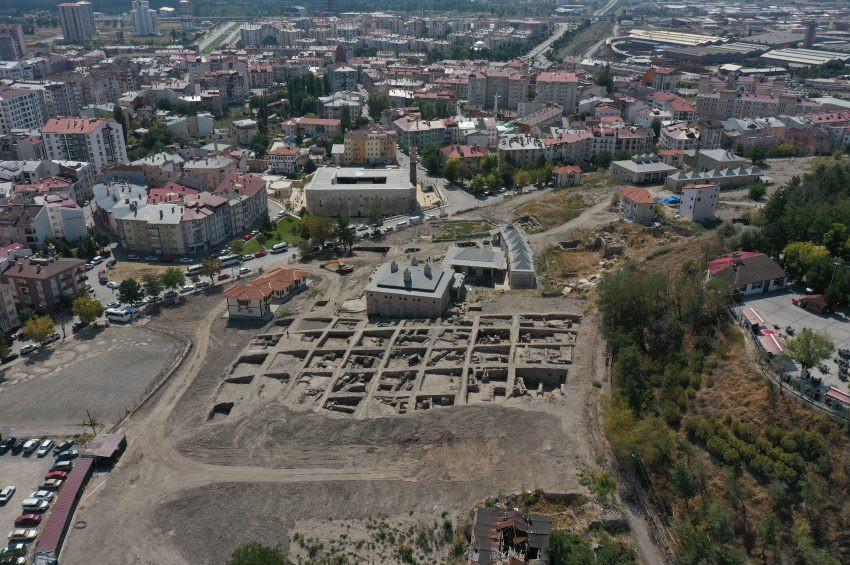 Sivas Kalesinde Selçuklu Sarayı kalıntıları bulundu