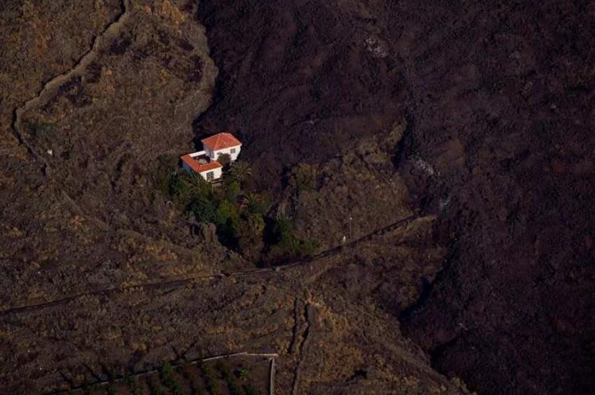 Dünya yanardağ lavlarından kurtulan mucize evi konuşuyor