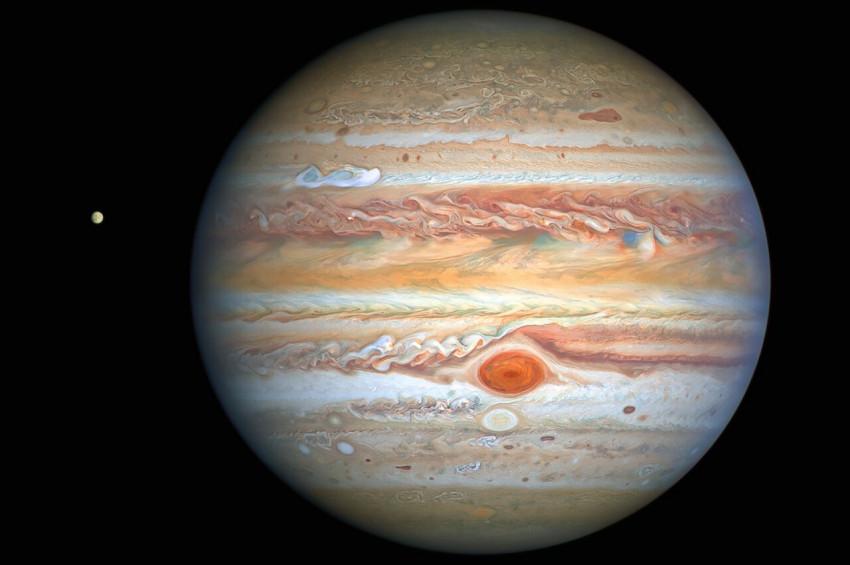 Jüpiterin kırmızı noktasındaki fırtına hızlanıyor