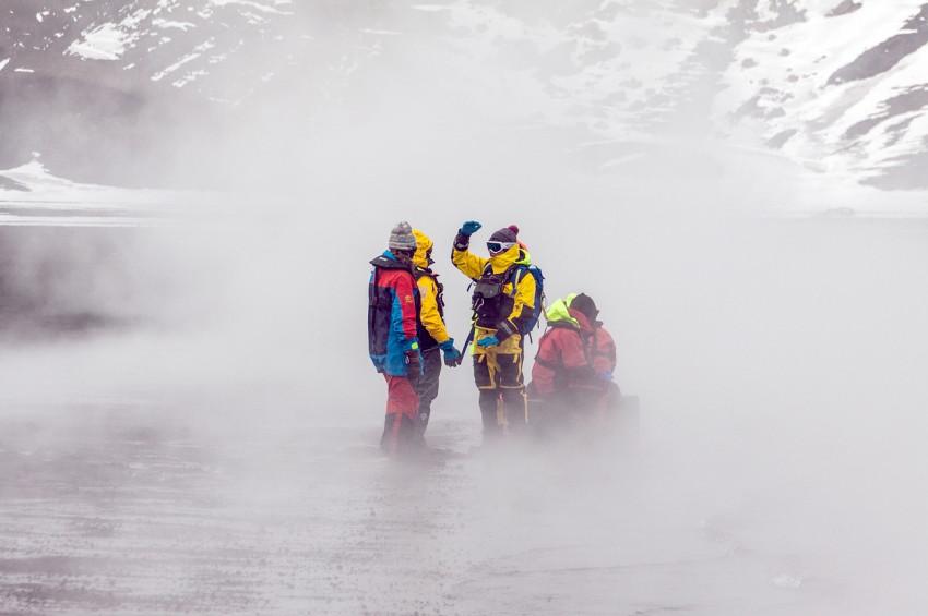 Dünyanın kara kutusu Antarktikada hangi ülke ne peşinde?